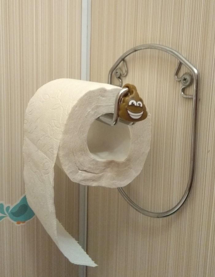 Скрепыш на туалетной бумаге